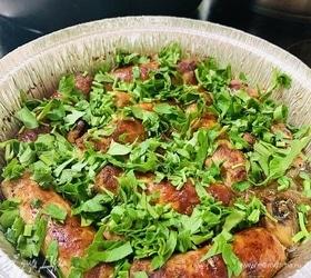 Колбаски под луковым соусом