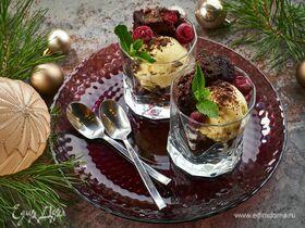 Брауни с вишней и сливочным мороженым