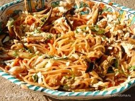 Спагетти в томатном соусе с запеченными баклажанами