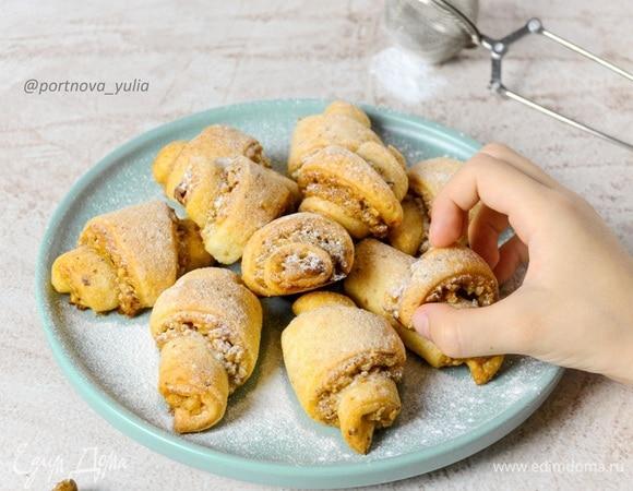 Творожные рогалики с ореховой начинкой