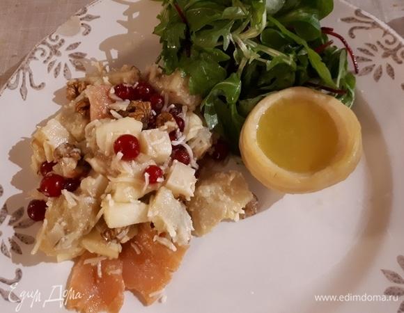 Салат из копченого лосося и артишоков