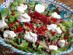 Зеленый салат с запеченной свеклой и каштанами