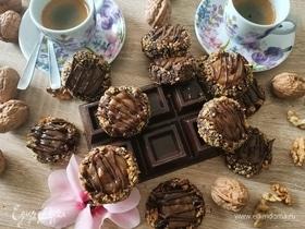 Шоколадно-ореховое печенье с мягкой карамелью
