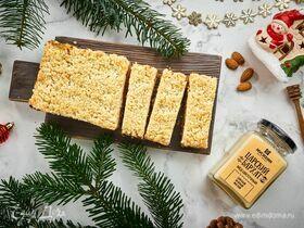 Пирожные с курагой, миндалем и медом