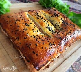 Слоеный пирог с лососем и шпинатом