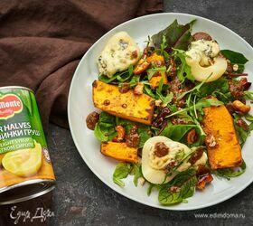 Теплый салат с запеченной тыквой, руколой, грушей и сыром дорблю