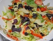 Салат с авокадо, фисташками и вяленой вишней