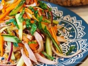 Салат с копченой курицей и овощами