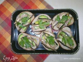 Тосты со шпротами и авокадо