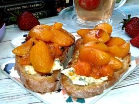 Кростини с голубым сыром и абрикосами