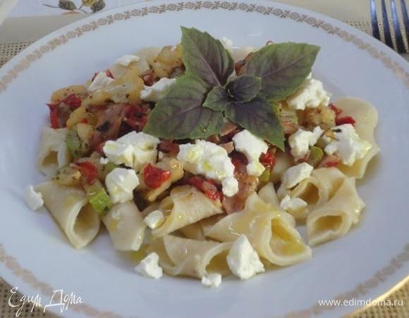 Гарганелли с овощами и рассольным сыром