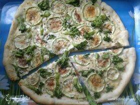 Пицца с кабачками, брокколи и плавленым сыром
