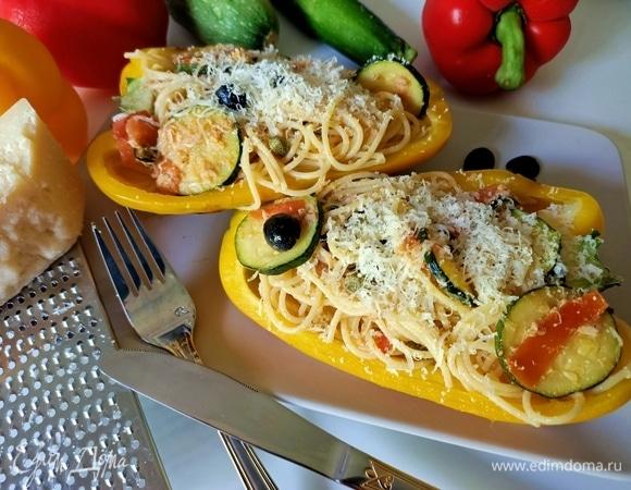 Спагетти с тунцом и овощами в болгарском перце