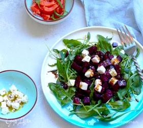 Салат из свеклы и феты с сушеной клюквой