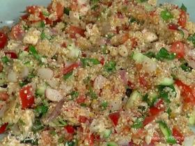 Салат с куриной грудкой, киноа и овощами