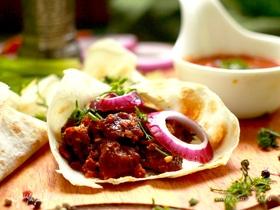 Каурма из говядины с овощами и специями