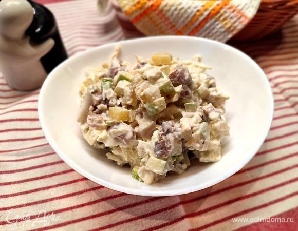 Салат с сельдью, картофелем и яблоком