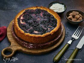 Открытый пирог с творогом и черникой