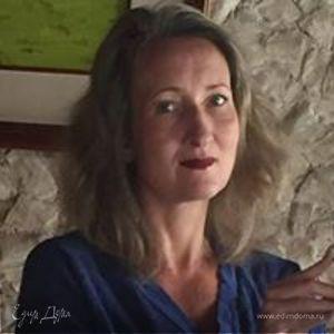 Anna Pinezhaninova